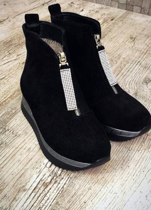 Замшевые зимние ботинки полусапожки на платформе с молнией спереди. 36-402