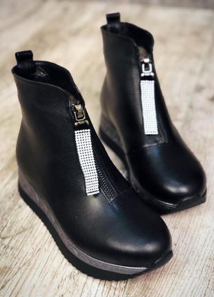 Кожаные зимние ботинки полусапожки на платформе с молнией спереди. 36-402