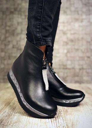 Кожаные зимние ботинки полусапожки на платформе с молнией спереди. 36-403