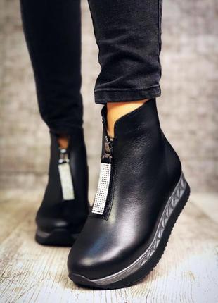 Кожаные зимние ботинки полусапожки на платформе с молнией спереди. 36-405