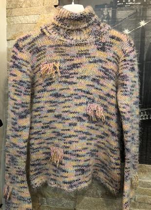 Красивый теплый вязаный свитер