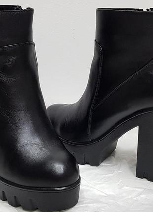 Осенние кожаные, низкие ботинки/ботильоны на танкетке, высокий каблук