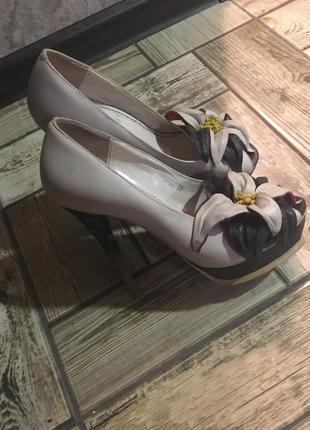 Туфли кожаные basconi ( с открытым носочком)