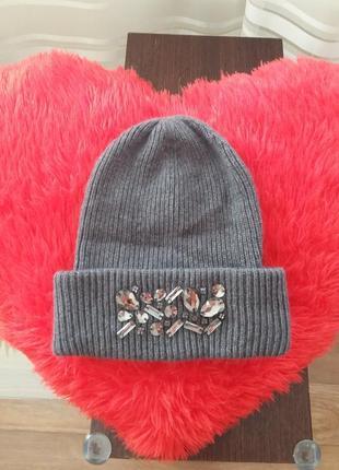 Шикарная зимняя шапка с камнями и отворотом (ангора)