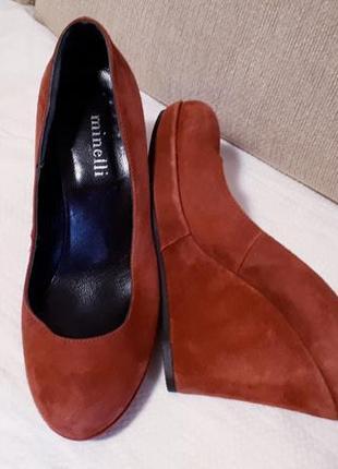 Супер удобные туфли на танкетке