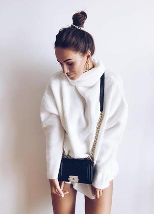 Любимая модель этой осень свитер оверсайз цвета молочный