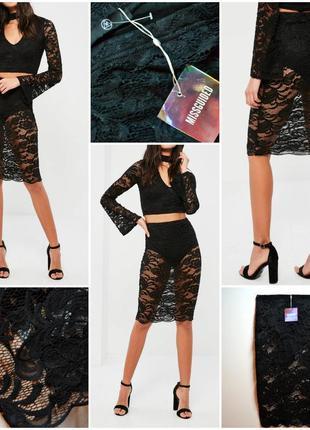 Облегающая черная кружевная юбка в комплекте с трусиками