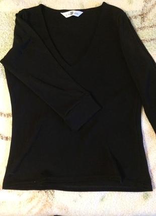 Черная блузка с необычными рукавами