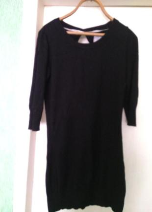 Черное маленькое теплое платье с бантиком на спине