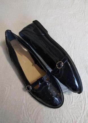 Лакові туфлі на низькому каблуку atmosphere