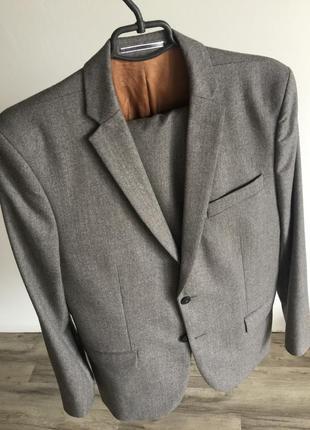 Шикарный мужской шерстяной костюм j. lindeberg. размер - 50(l). состояние нового.