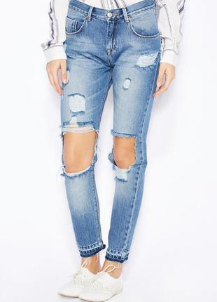 Порванные с дырками джинсы mango