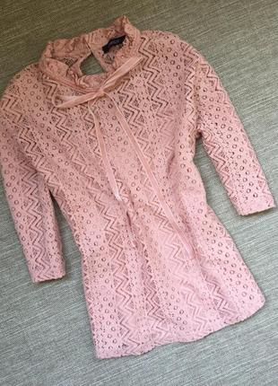 Красивая кружевная кофточка блуза