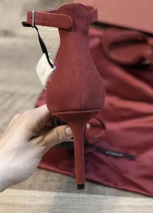 Uterqüe супер красивые, идеальные, ярко красные босоножки туфли