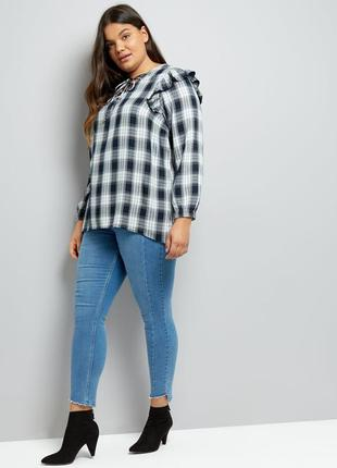Рубашка в клетку с оборками на плечах и шнуровкой спереди new look curves plus size