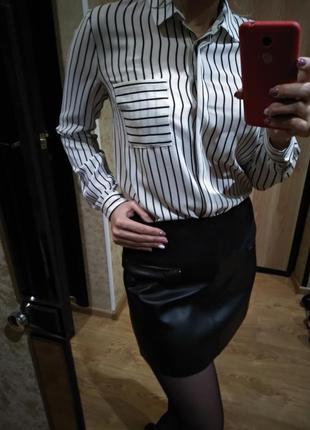 Кожаная юбка и рубашка
