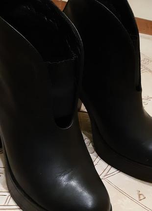 Ботинки на каблуке еstro