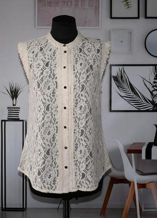Блуза кружевная с золотистыми пуговицами