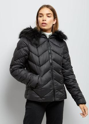 -25% на все!  стёганная демисезонная куртка, тёплая с капюшоном и мехом, на синтепоне