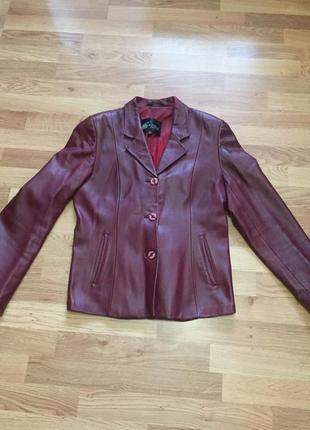 Курточка женская из искусственной кожи