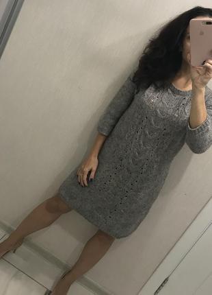 Теплое вязанное платье в косы