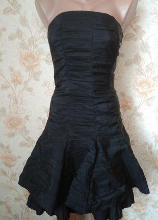Платье черного цвета,с красивой спинкой. подойдет на 42-44-46 р-р.