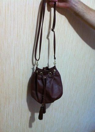 Коричневая сумочка h&m на длинной ручке