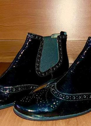Очень классные лаковые ботинки челси unisa 100%кожа. р.38 италия