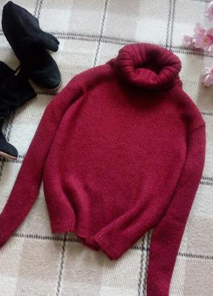 Красивенный свитер с обьемной горловиной цвета спелой вишни olsen