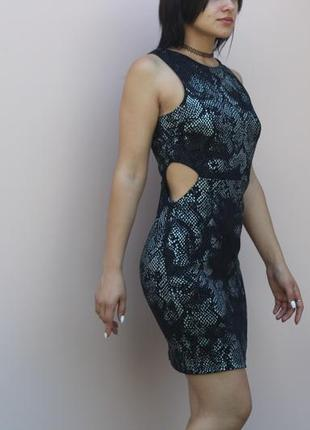 Стильное платье с вырезами на боках topshop
