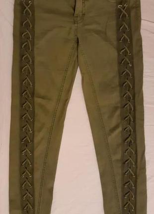 Стильные теплые джинсы болотного цвета со шнуровкой марки tally weijl