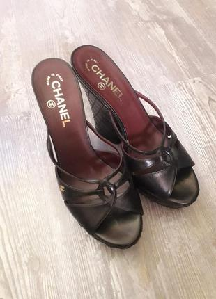 Босоножки и шлепанцы на среднем каблуке ea79870509646