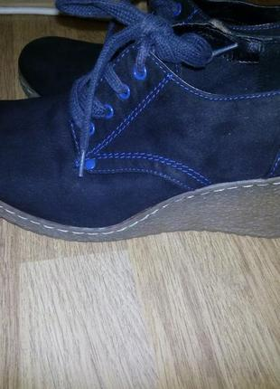 Фирменные ботинки туфли  на танкетке38-38,5р/25 см.