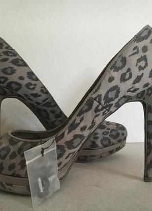 Туфли на высоком каблуке со стелькой 25.7 см