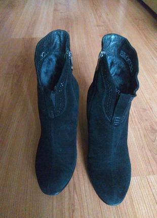 Зимние замшевые ботинки на цегейке