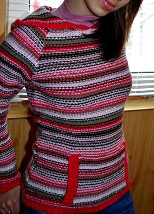 Яркий светр кенгуру