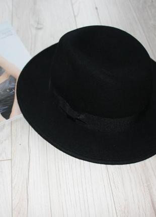 Крутая черная фетровая шляпа с широким полем л
