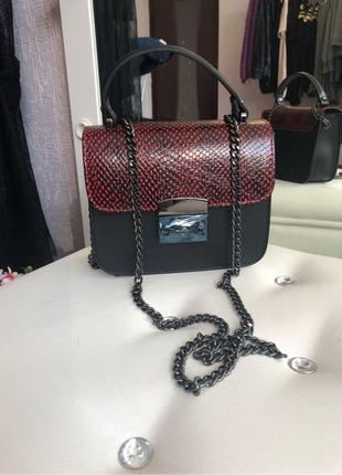 Стильная кожанная сумочка