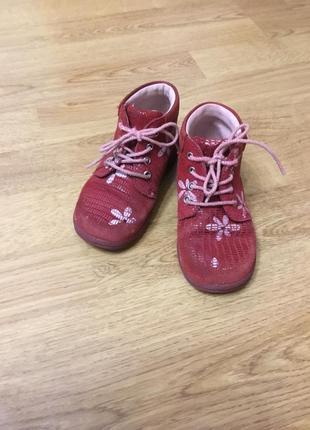 Красные демисезонные ботиночки ecco