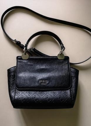 Очень красивая черная сумка guess!