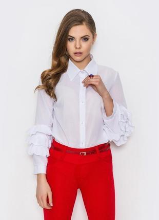 Модная женская блузка.