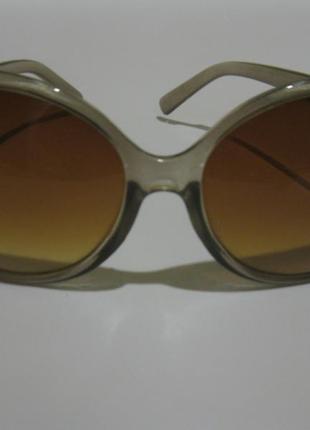 Овальные солнцезащитные очки