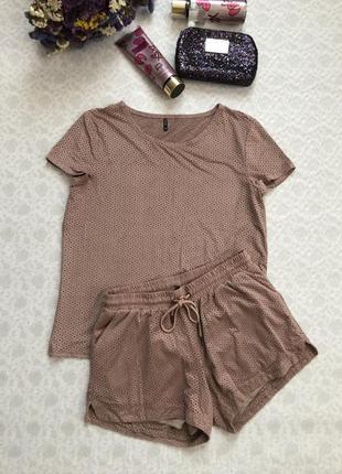 Трендовый костюм с  перфорацией .под замш , стильный , футболка и шорты