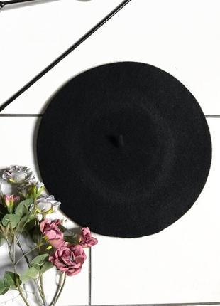 Чёрный фетровый берет во французском стиле