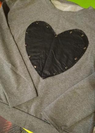 Милый,мягкий свитерок/свитер прямой крой,over size, с кожанным сердцем