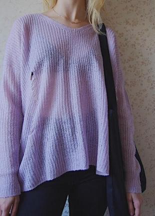 Рваный вязаный свитер