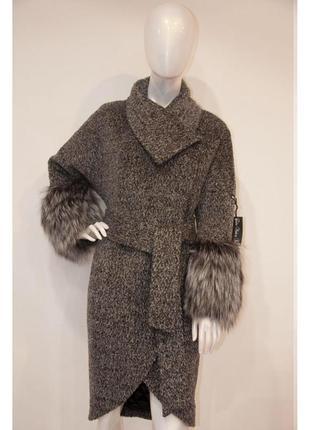 Женское элегантное пальто от итальянского бренда samange italy