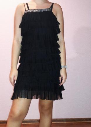 Шикарное черное платье со стразами