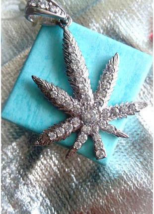 Стильный серебряный подвес! камни фианит