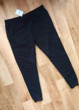 Спортивные штаны мужские привезены из польши м,л размеров. на манжетах.